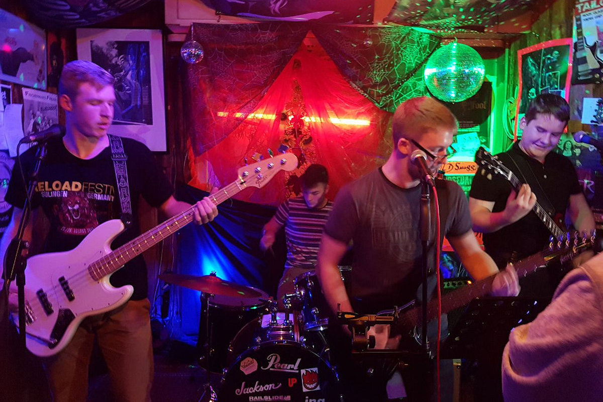 Secondary Virtues spielt am 10.11.17 im Old Smuggler